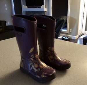 Size 1 bogs excellent condition  rubber boots