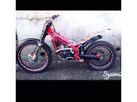 2005 beta Rev 3 250cc , 2 stroke trials bike