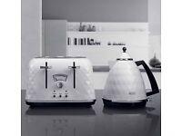 Delongi toaster and kettle