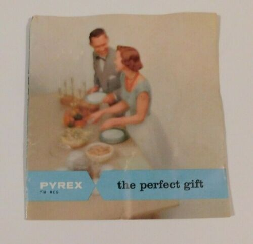 """PYREX Booklet """"the perfect gift cook & serve ware"""" 5  2-sided Sections  AA"""