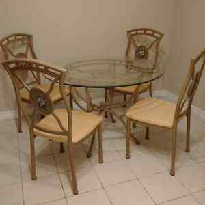 45 inch Glass Table with 4 Immaculate Chairs Kitchener / Waterloo Kitchener Area image 2