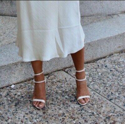 Well worn satin ivory heels size 10 badgley mischka wedding heel
