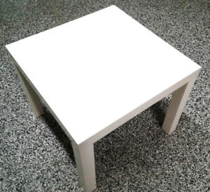 table IKEA LACK blanche 22po x 22po