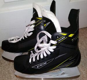 Mens size 8 , Eur 42 CCM Tacks 2092 Senior Hockey Skates