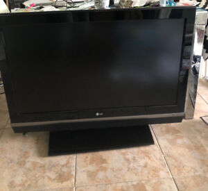 """42"""" LG LCD HD TV (Model 42LC2D) with remote and power cord"""