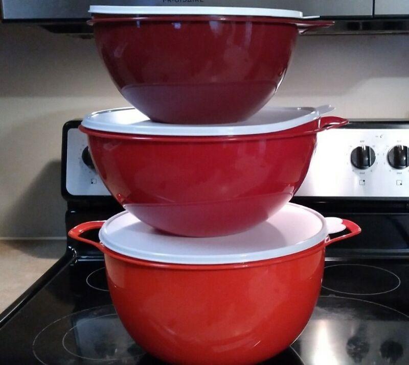 Tupperware Classic Thatsa Bowl 3 pc set in Shades of Christmas Red.