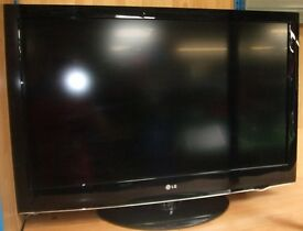"""42"""" LG 42LH3000 FULL HD 1080p LCD TV with freeview 3x HDMI in good condition Can deliver"""