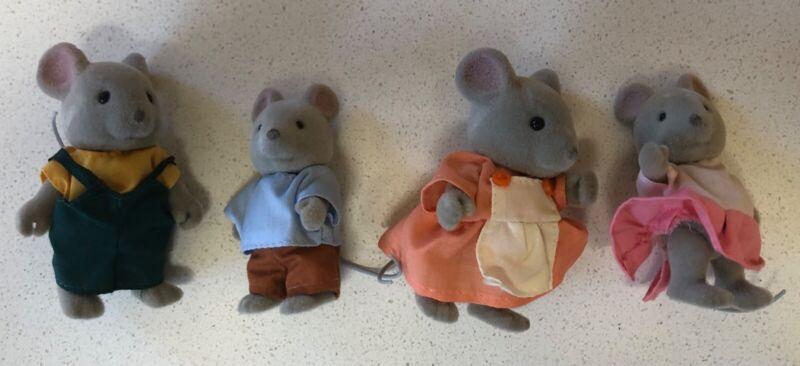 """Vintage Calico Critters/Sylvanian """"Maple Town Mouse Family"""" Of 4"""