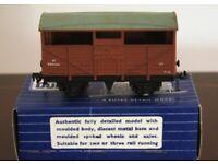 Hornby-Dublo 32021 S.D. 6 8-Ton Cattle Wagon B.R. B893344