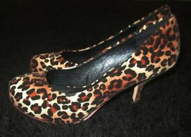 NEW HIGH HEEL SHOES-SIZE 7 UK
