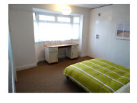 Large room available, off Bootham Rd, inclusive of Council tax, wifi.