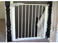Lindam Sure Shut Axis Pressure Fit Child Safety Gate Perfect condition (still in box)