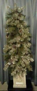 Christmas topiary doorway accent...