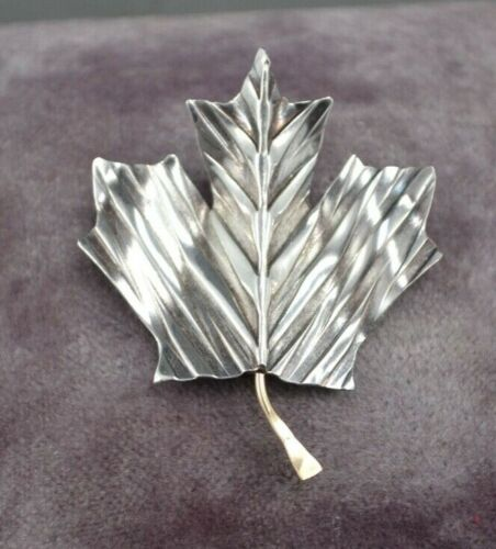Anne Murray 2008 Canadian Tour Sterling Silver & 14k Gold Maple Leaf Pin, Brooch