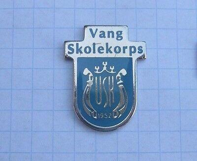 VANG SKOLEKOPS / NORWEGEN  ............... Musik-Pin (113k)