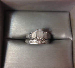 Stunning 2.12 carat Emerald cut trinity ring with matching band