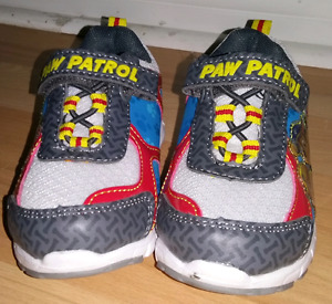 Paws patrol shoes new / Pat patrouille souliers neuf