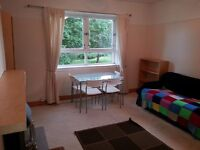 SPACIOUS 3 Bedroom HMO Flat 2 Minutes from Uni - NEW FLOORING, NEW SOFA - Available 1st Aug