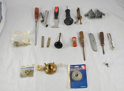 Lot of Vintage Tools & Hardware Door Knobs Screwdrivers Oil Pump Top Lamp Q3Y29