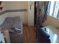 Double room for single person available now in clean flat, 3min from Station