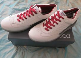 SUPERB BRAND NEW WITH BOX ECCO SPIKELESS GOLF SHOES SIZE 9 (43)