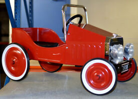 *** Bargain *** Classic Vintage Metal Kiddies Childs Pedal Car (Red) Brand New Sealed In Box !!!