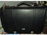 BLACK QUALITY LOCKING LEATHER TOSHIBA LAPTOP CARRYING CASE, EX. CLEAN CONDITION