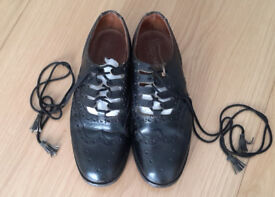 GENTS KILT SHOES. SIZE 7