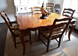Lovely Expandable Wood Table & 4 Chairs