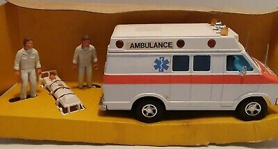 Matchbox  - Super Kings - Dodge Ambulance With Figures -  # K-38 - ***New***