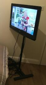 LG 32inch HD Ready LCD Digital Freeview plus STAND WORTH £70