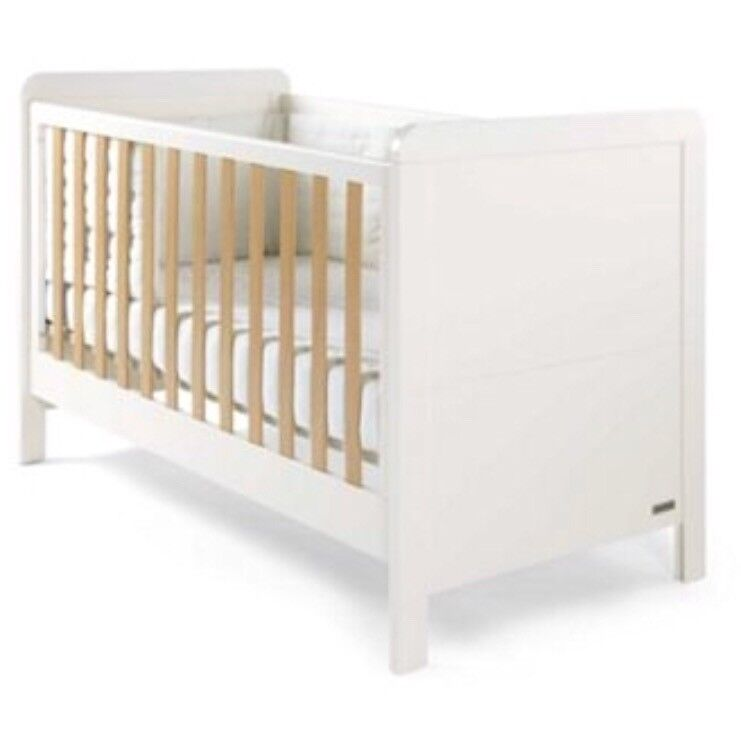Mamas And Papas Rialto Cot Bed With Mattress And Bed Guard In
