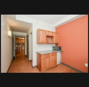Three bedroom unit available w/en suites!! Mins away from WLU UW