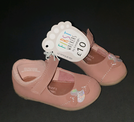 Girls shoes size 4 new
