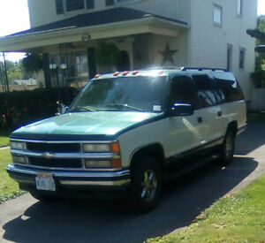 97 Chevy Suburban , $1500  needs transmission work , will part