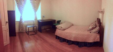 **SPACIOUS BEDROOM AVAILABLE FOR RENT**