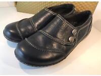 Clark ladies leather un-loop shoes