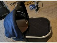 Uppababy Vista 2015 carry cot in Taylor Blue