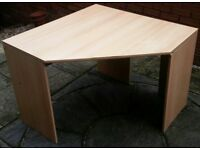 corner desk. 100cm x 100cm. In good condition.