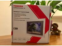 TOSHIBA TekBright Photo Frame to help you enjoy a photo slide show with transitional effect