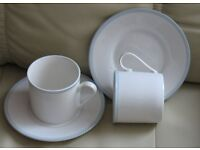 ROYAL DOULTON 16 piece set. Cups & Saucers 'Gloucester' brand new, never used, white blue trim