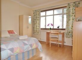 Amazing cosy double room available. N