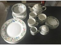 Beautiful vintage dinner and tea set. 33 pieces and excellent condition