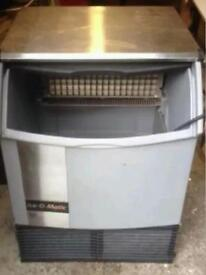 ICE-O-MATIC 225 ICE MACHINE MAKER, MAKES UP TO 96KG A DAY AND STORES UP TO 43KG