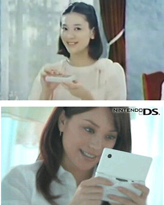 Seit 35 Jahren bewirbt Nintendo mobilen Chic mit Klappe – oben G&W-, unten DS-Spielerin des 21. Jhd. (© Nintendo)