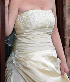 Wedding dress size 12-18 gorgeous!