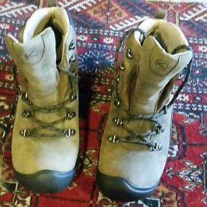 Bargain! Keen hiking boots size 9 (American) = 42 ((European) Brunswick Moreland Area Preview
