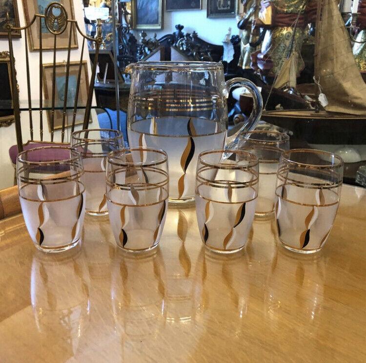 brocca e sei Bicchieri anni 50 in vetro decorato oro e smalto