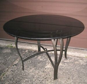 Very nice Round Glass Top Metal Dining Table in good condition