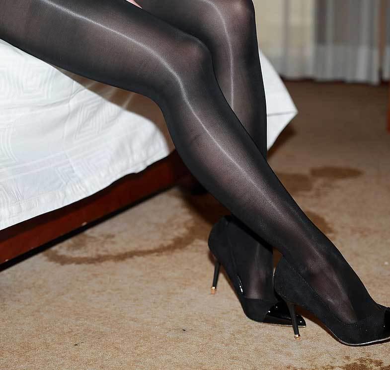 Ultra High GlossTights Luxury Shine Sheer 8 Denier Shiny Pantyhose Couture